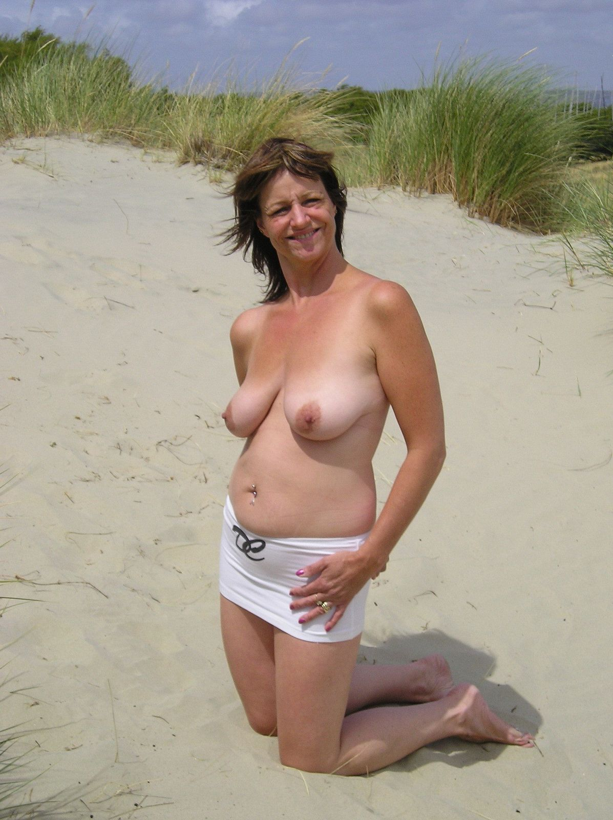 Смотреть Нагие песке онлайн